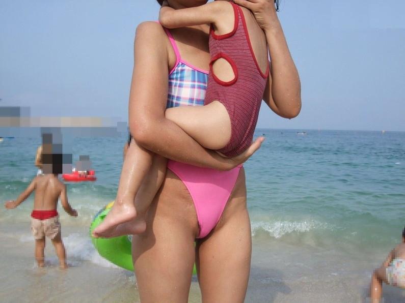 【ハミマンハプニング画像】素人美女のとんでもない所が見えちゃってるぞww 06