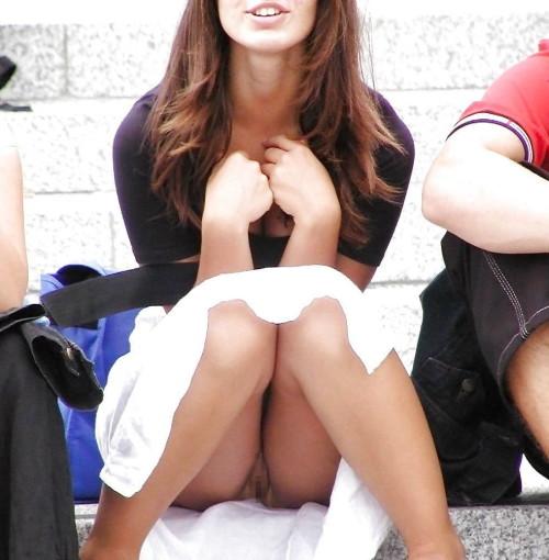 【ハミマンハプニング画像】素人美女のとんでもない所が見えちゃってるぞww 15