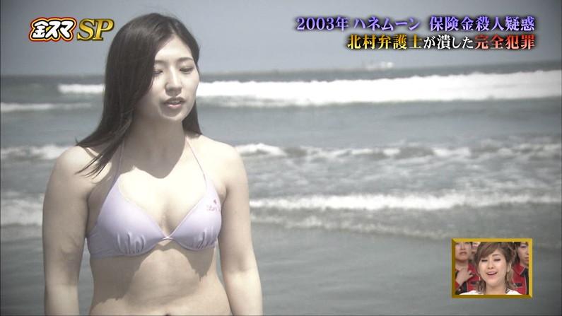 【水着キャプ画像】水着からはみ出しまくりのオッパイがエロい巨乳タレント達w 16