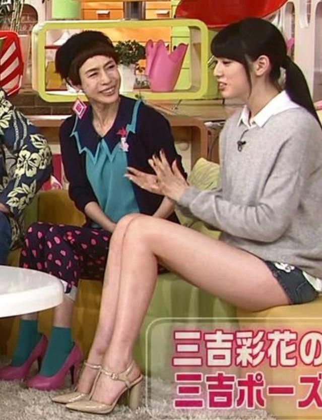 【太ももキャプ画像】タレント達のテレビで披露したムチムチとしたエロくて綺麗な太もも!! 04