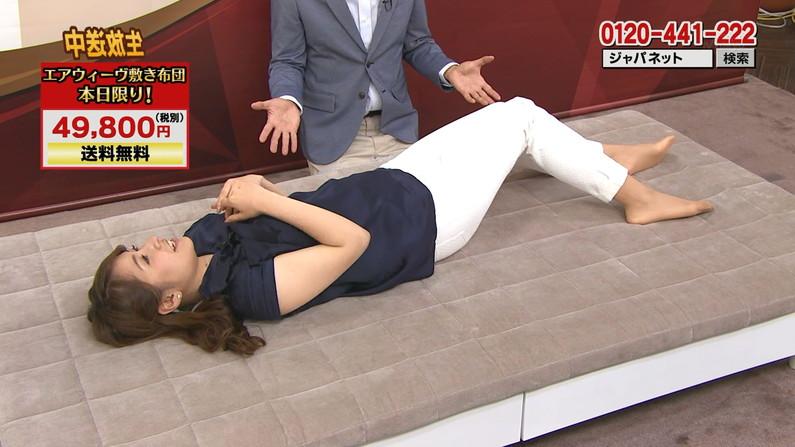 【足裏キャプ画像】美人タレントのこんな綺麗な脚の裏だったら顔面踏まれても嬉しいよなw 13