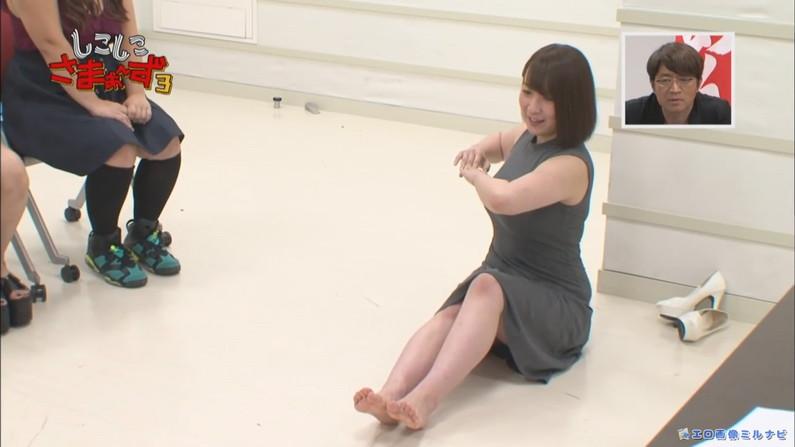 【足裏キャプ画像】美人タレントのこんな綺麗な脚の裏だったら顔面踏まれても嬉しいよなw 19