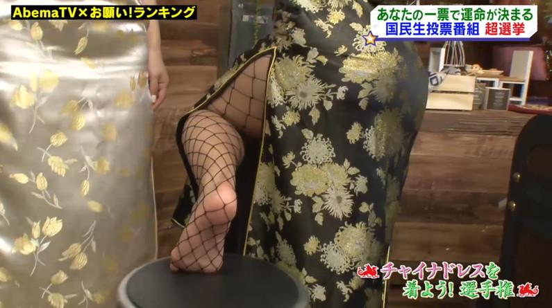 【足裏キャプ画像】美人タレントのこんな綺麗な脚の裏だったら顔面踏まれても嬉しいよなw 21