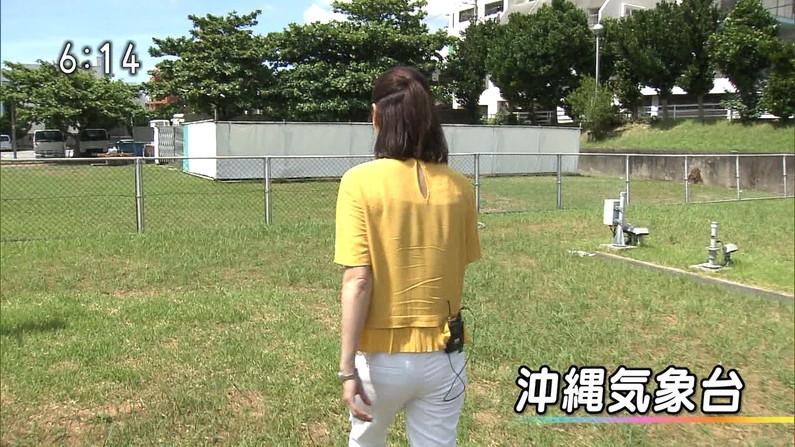 【お尻キャプ画像】パンツラインまでくっきり見えちゃってるタレント達のピタパンお尻w 01