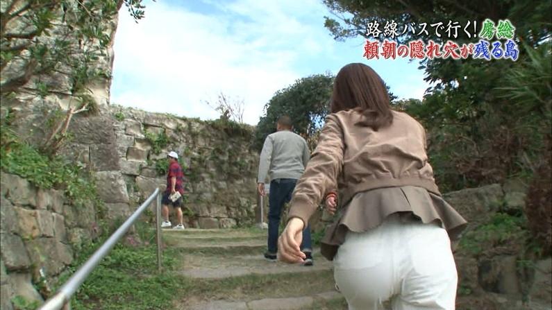【お尻キャプ画像】パンツラインまでくっきり見えちゃってるタレント達のピタパンお尻w 21