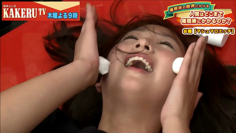 【イキ顔キャプ画像】テレビ放送中に感じちゃってるタレント達w 22
