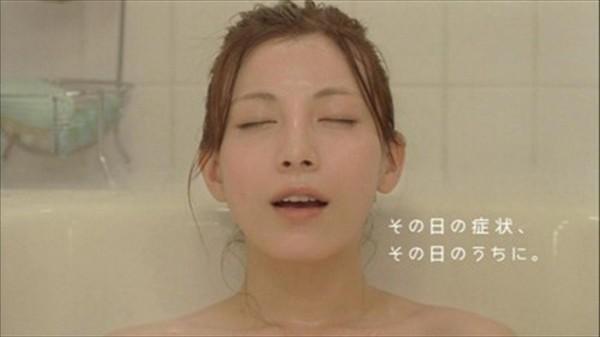 【イキ顔キャプ画像】テレビ放送中に感じちゃってるタレント達w 24