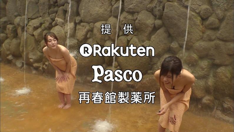 【温泉キャプ画像】温泉レポするタレント達の巨乳がバスタオルからはみ出しすぎww