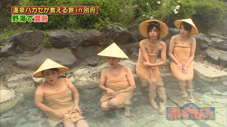 【温泉キャプ画像】温泉レポするタレント達の巨乳がバスタオルからはみ出しすぎww 05