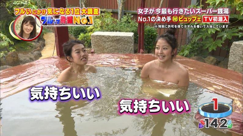 【温泉キャプ画像】温泉レポするタレント達の巨乳がバスタオルからはみ出しすぎww 09