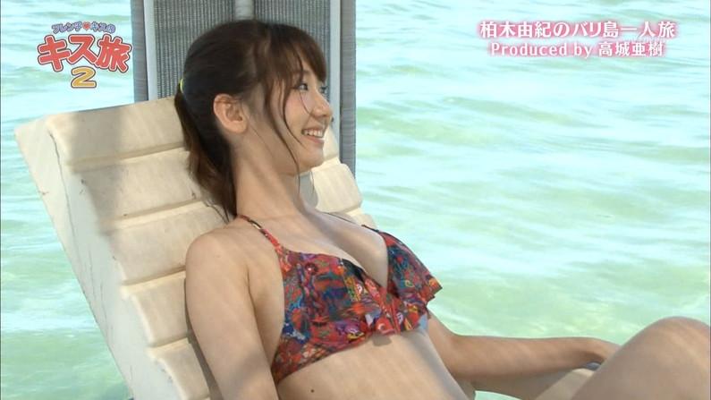 【水着キャプ画像】寒かろうが巨乳タレントはいつだって水着になるんだよww 17