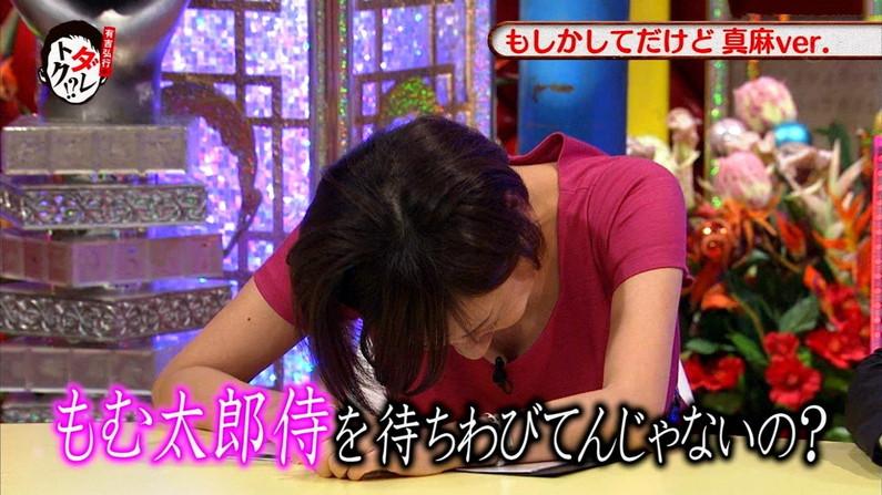 【胸ちらキャプ画像】柔らかそうな乳房を見せつけるタレント達w 03
