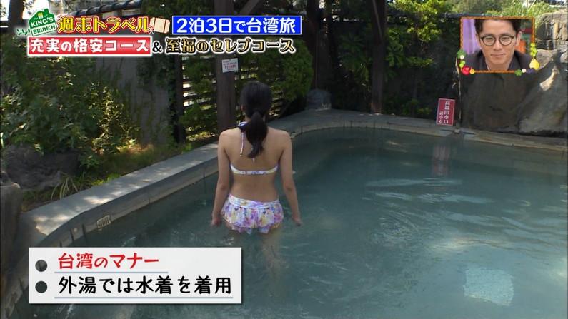 【お尻キャプ画像】水着やら下着からハミ尻しまくりのタレント達w 15