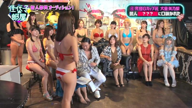 【お尻キャプ画像】水着やら下着からハミ尻しまくりのタレント達w 16