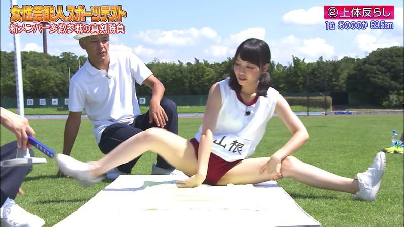 【開脚キャプ画像】テレビに映ったタレント達の際どいお股おっぴろげシーンww 09