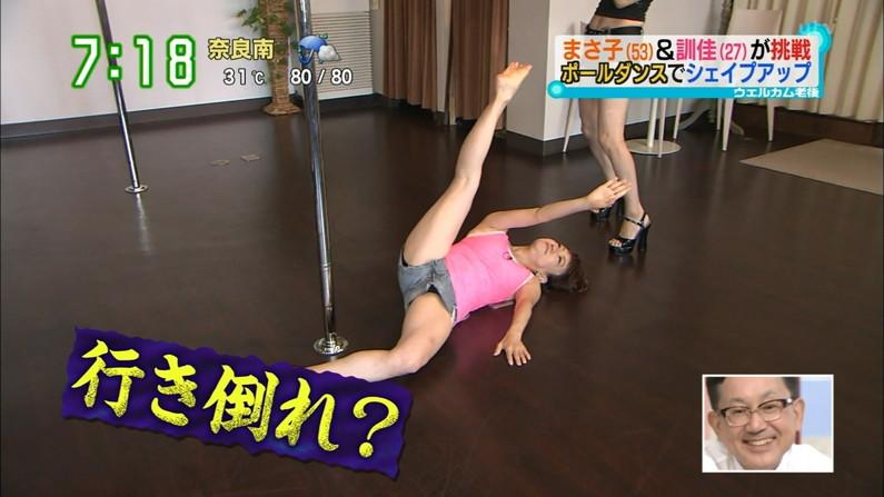【開脚キャプ画像】テレビに映ったタレント達の際どいお股おっぴろげシーンww 21