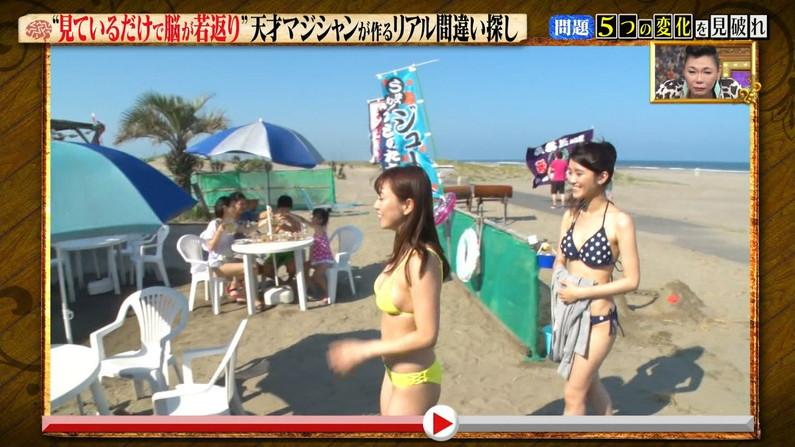 【水着キャプ画像】水着からはみ出すオッパイがエロい巨乳タレント達w 09