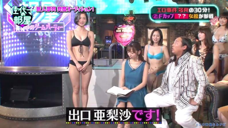 【水着キャプ画像】水着からはみ出すオッパイがエロい巨乳タレント達w 18