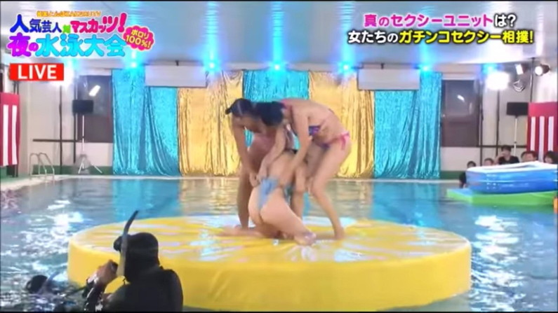 【お尻キャプ画像】テレビに映った水着からはみ出すお尻がエロくてたまらんww 04