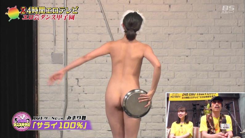 【お尻キャプ画像】テレビに映った水着からはみ出すお尻がエロくてたまらんww 11