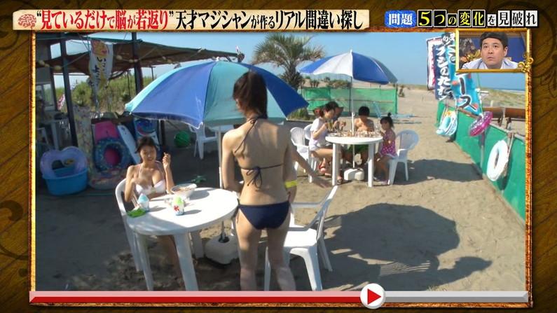 【お尻キャプ画像】テレビに映った水着からはみ出すお尻がエロくてたまらんww 13