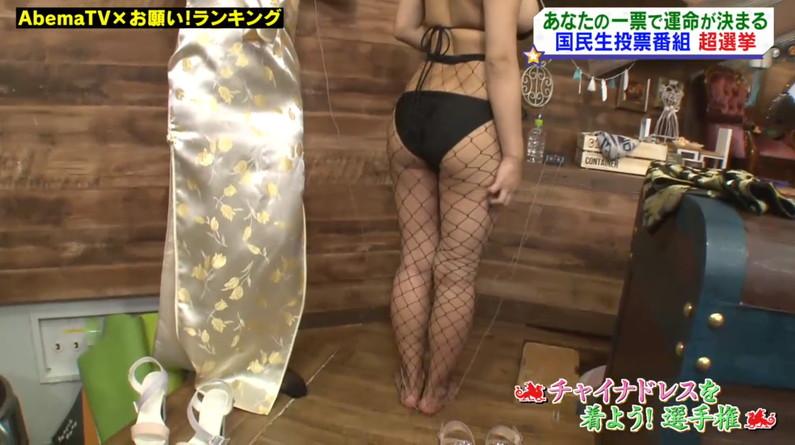 【お尻キャプ画像】テレビに映った水着からはみ出すお尻がエロくてたまらんww 17