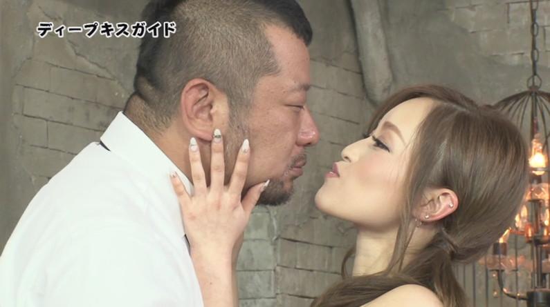 【キスキャプ画像】こんな美人タレント達にベロチューとかされたら絶対勃起するよなw 01