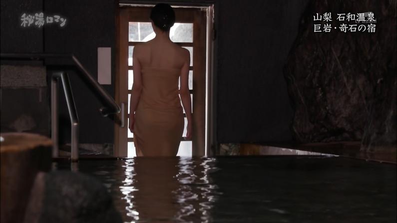 【温泉キャプ画像】テレビでしか見れない美女の入浴シーンってやっぱエロいよなw 05
