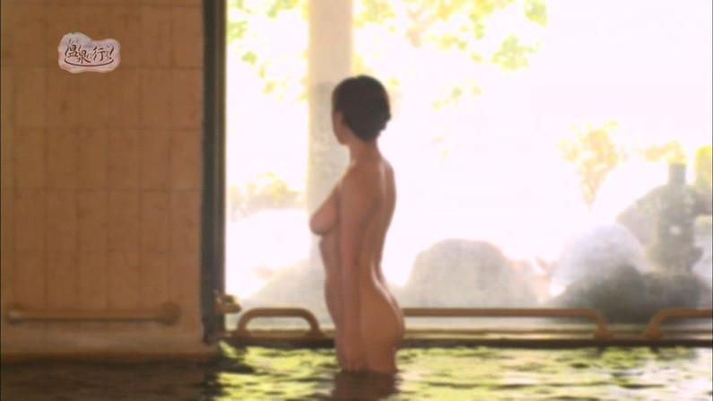 【温泉キャプ画像】テレビでしか見れない美女の入浴シーンってやっぱエロいよなw 21