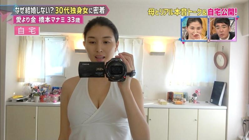 【胸ちらキャプ画像】大きくて柔らかそうなタレント達のオッパイがテレビに映りまくりw 08