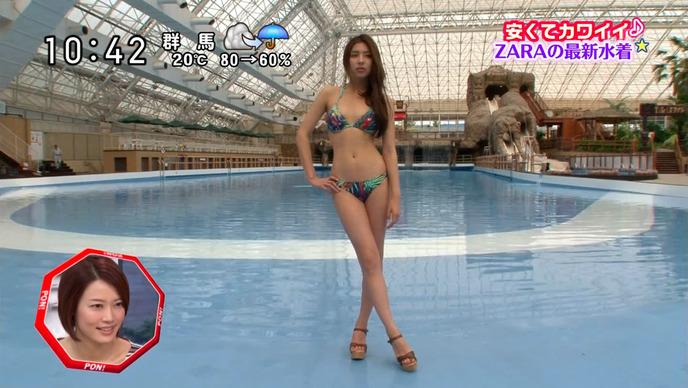 【水着キャプ画像】もぉちょっとで乳輪見えそうな水着姿のタレント達w 21