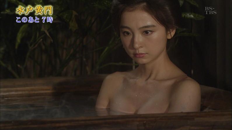 【温泉キャプ画像】温泉レポでバスタオル透けそうになってないか?ww 19