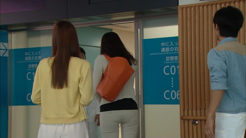 【お尻キャプ画像】ピタパン履いてるタレントさん達のヒップラインが丸見えww 01