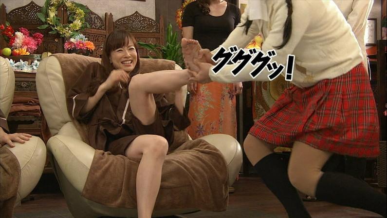 【足裏キャプ画像】タレント達のこんな綺麗な足の裏で足こきして欲しくならない?w 01