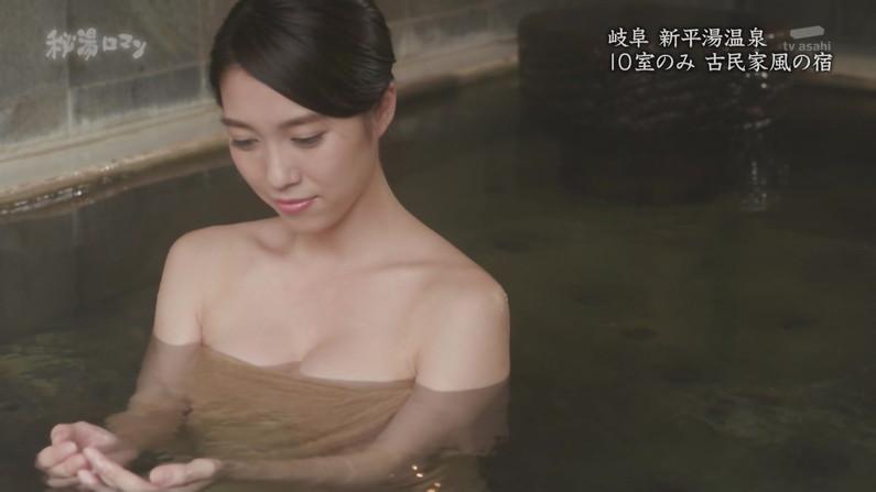【温泉キャプ画像】バスタオルからハミ乳しまくりの温泉レポがエロすぎww 07