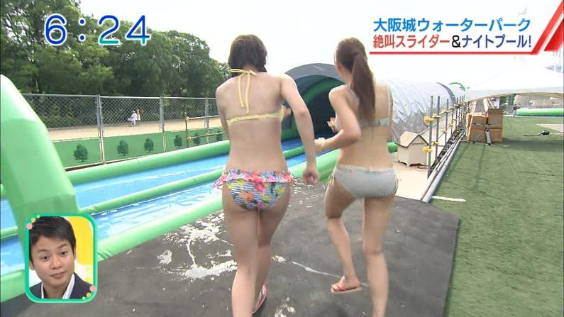 【お尻キャプ画像】テレビに出てくる水着美女達がハミ尻し過ぎな件ww 09