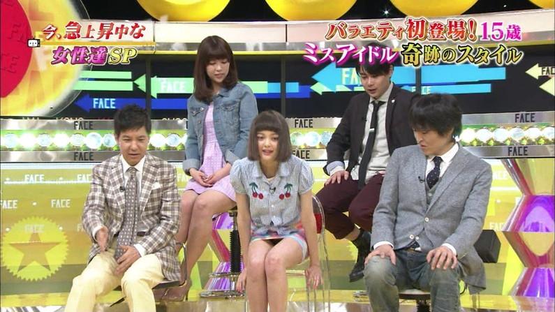 【パンチラキャプ画像】スカートの中身ががっつり見えちゃってるタレント達ww 11