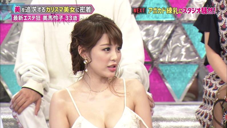 【胸ちらキャプ画像】テレビでガッツリ胸ちらしてる美女達のオッパイエロすぎw 04
