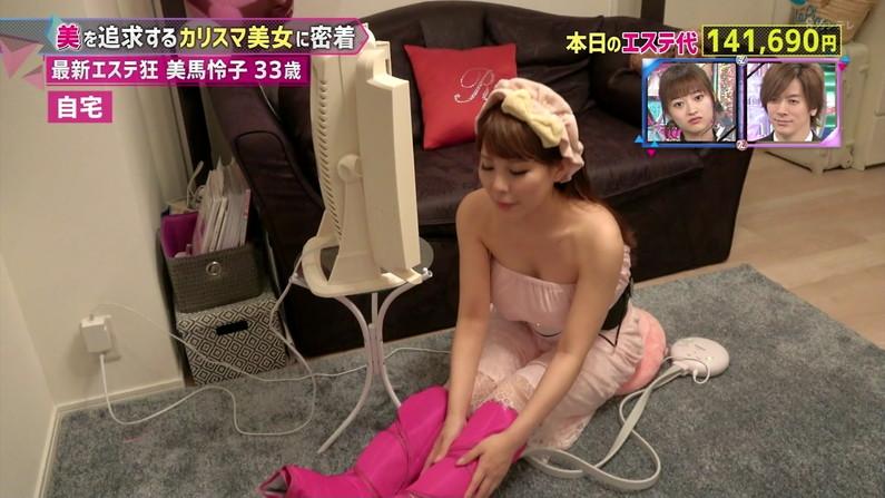 【胸ちらキャプ画像】テレビでガッツリ胸ちらしてる美女達のオッパイエロすぎw 06