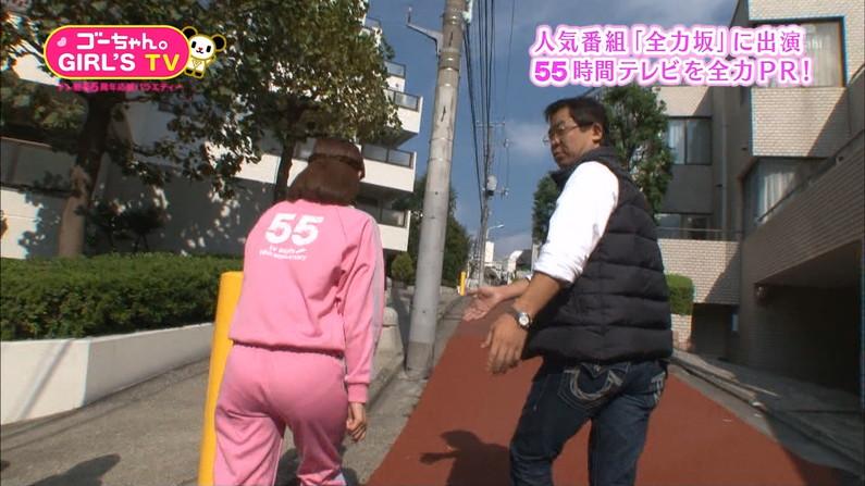 【お尻キャプ画像】ピタパン履いてパンツラインまでくっきり出ちゃってるタレント達w