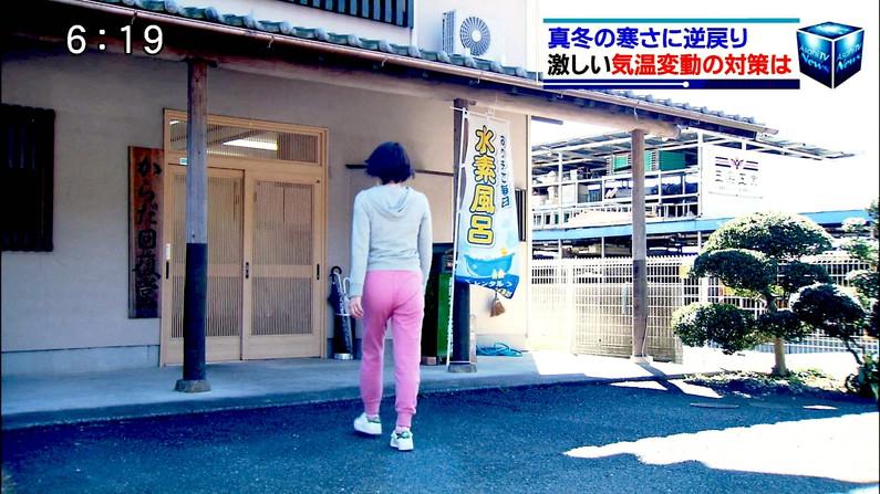 【お尻キャプ画像】ピタパン履いてパンツラインまでくっきり出ちゃってるタレント達w 06