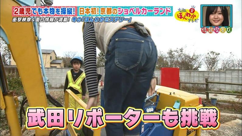 【お尻キャプ画像】ピタパン履いてパンツラインまでくっきり出ちゃってるタレント達w 10