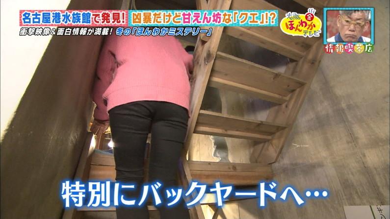 【お尻キャプ画像】ピタパン履いてパンツラインまでくっきり出ちゃってるタレント達w 13