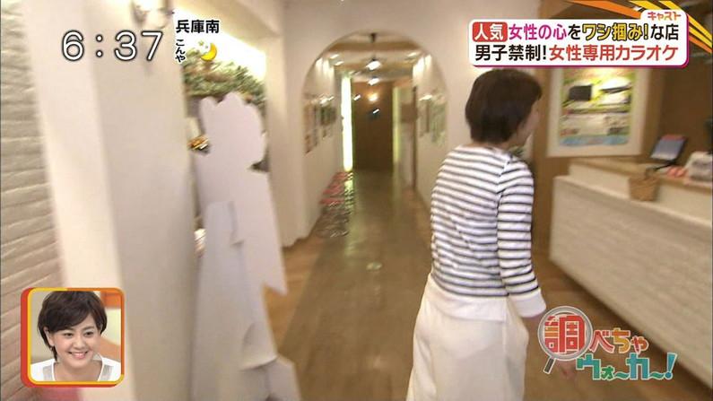 【お尻キャプ画像】ピタパン履いてパンツラインまでくっきり出ちゃってるタレント達w 24