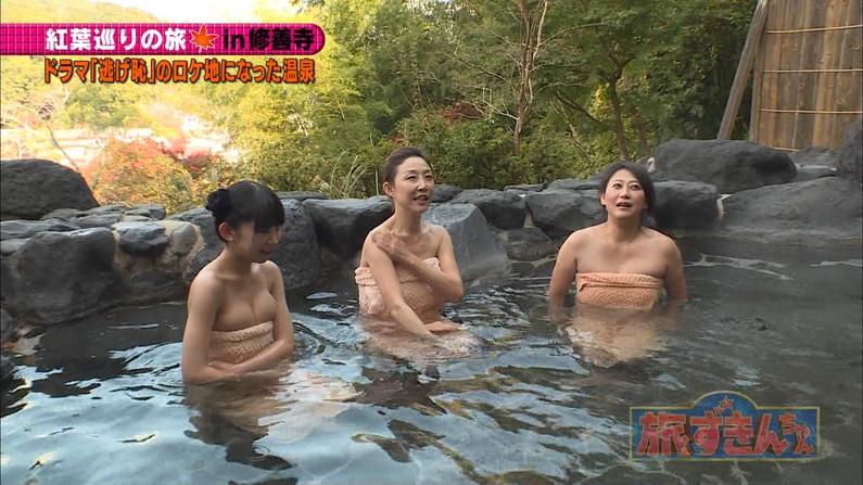 【温泉キャプ画像】巨乳タレントが温泉レポすると必ずハミ乳させてる件ww 09