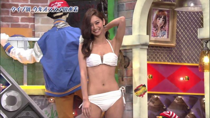 【水着キャプ画像】最近のテレビに出てくる水着美女は乳首さえ隠れてたらいいって言う不調らしいw 14