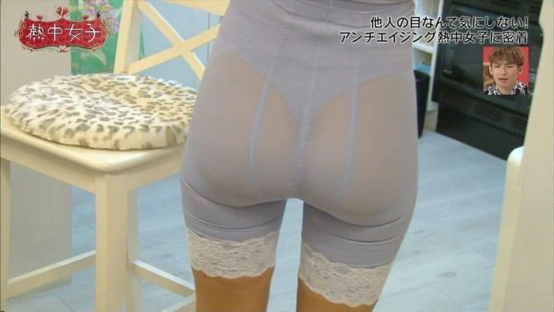 【お尻キャプ画像】ピタパン履いてパンツライン透け透けなタレント達w