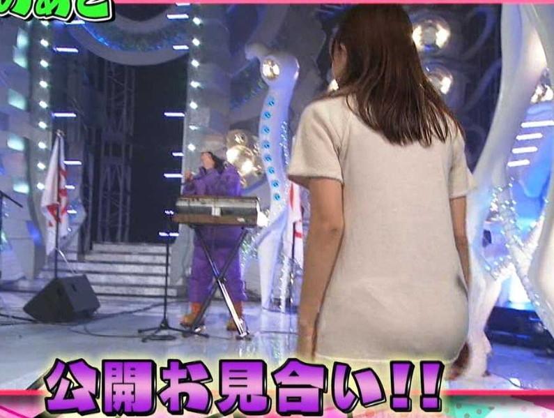 【お尻キャプ画像】ピタパン履いてパンツライン透け透けなタレント達w 01