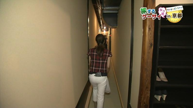 【お尻キャプ画像】ピタパン履いてパンツライン透け透けなタレント達w 09
