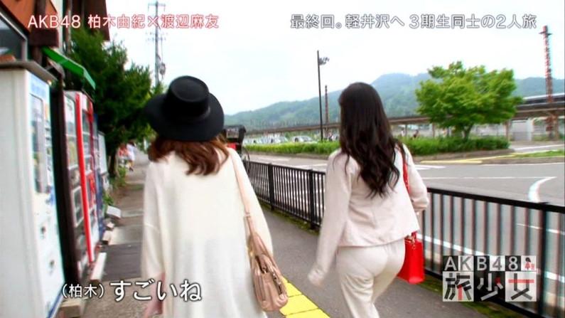 【お尻キャプ画像】ピタパン履いてパンツライン透け透けなタレント達w 11